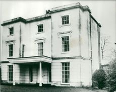 Pulling Family Home: Hawerby Hall.
