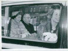 Queen Frederika, King Gustaf VI Adolf and Princess Irene in the car outside Stockholm Central