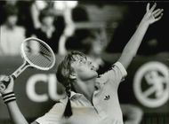 Tennis player Elisabeth Ekblom serves