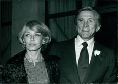Kirk Douglas standing with wife Anne Buydens