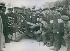 German soldiers inspecting an artillery cannon.