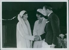 Margit Manstad, Elisabeth Frisk and Håkan Westergren in a scene from the film Säg det i toner (Say it in the toner), 1929.