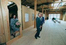The royal couple opens the birch museum at Björkö.
