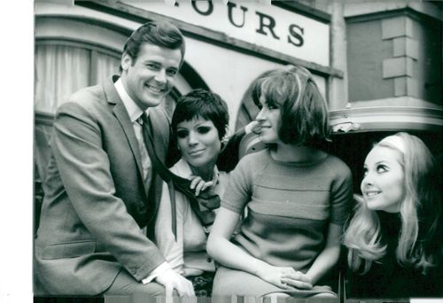 """Roger Moore and his opponents in """"Helgonet""""."""