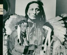 The chief Joseph (Georg Årlin) and Sitting Bull (Allan Edwall) in front of the portrait of Short Bull