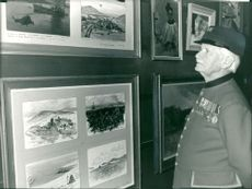 Sgt george barber a 69 year old chelsea pensioner looking at paintings.