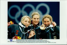Winter Olympics in Nagano 1998. Speed ??Skating on 3000 meters. Fr. V. Anni Friesinger (bronze), Gunda Niemann-Stirnemann (Gold) and Claudia Pechstein