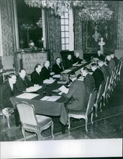 Gustaf V and other man on a meeting.