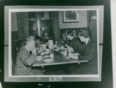 Albert Kesselring is having a conversation while eating during the German Captivation. 1945