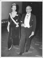 Princess Christina and Professor Dennis Gabor, awarded the Nobel Prize in Physics in 1971.