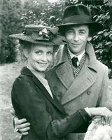 The actress and the model Twiggy with Robert Powell