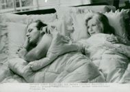 """Actors Jack Nicholson as Garret and Shirley MacLaine as Aurora in the movie """"Proof of Vision"""""""