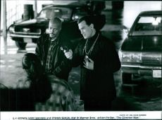 """Keenen Ivory Wayans and Steven Seagal star in the film, """"The Glimmer Man""""."""