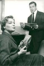 Simone Signoret and Yves Montand in their home in Paris