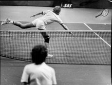 Jan Gunnarsson in action during the match against Mats Wilander in Stockholm Open 1986