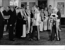 A man bowing down in respect to Mohammad Reza Pahlavi.