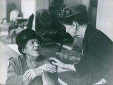 Elsa Maxwell talking to a unknown woman.