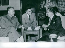 J.A. Bill Blott and Nan Han Chen having discussion with man.