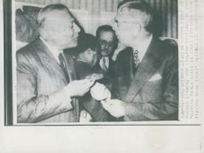 Italian Education Minister Paolo Rossi discusses with King Gustaf Adolf