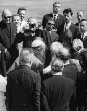 Pope Paul VI talking with a man.