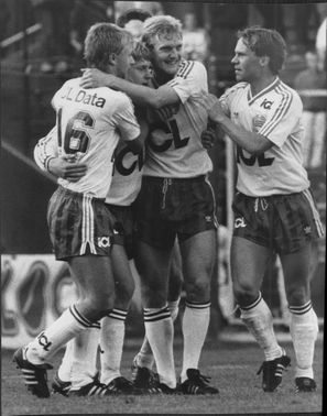 Happy Hammarby players hug over each other after Thomas Lundin has made 1-1