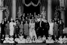 Group picture of the royal family gathered around the wedding couple Prince Andrew and Sarah Ferguson