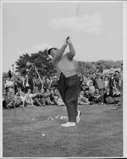 Golf player Bobby Locke during a demonstration at the Stockholm Golf Club course at Kevinge