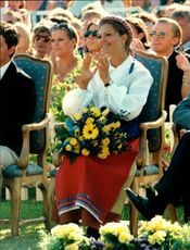 Crown Princess Victoria applauds the birthday song during her 20th birthday at Solliden with her family.