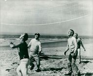 "Actor Paul Newman plays volleyball during a break at the recordings of the movie ""Hard to Hard"""