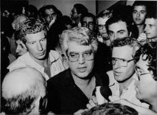 David Levy surrounded by sympathizers after losing the election for leadership of the Herut paerty in 1983.