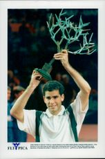 Pete Sampras celebrates the win in Open de Paris.