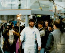 Fd. The ski king Thomas Wassberg arrives at Stockholm with the Olympic fire. Then it goes on to the host city of Lillehammer in Norway.