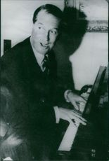 Maurice Chevalier playing.