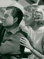 """Kenneth More and Betsy Drake in the movie """"Red Mill"""""""