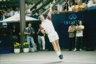 """John McEnroe under doubling together with Matthew Perry against Agassi and Ziering in Infini Men's tennis tournament """"An Evening at the Net"""""""