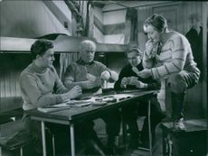 Thore Thorén, Sigurd Wallén, Alf Kjellin and Rune Halvarsson playing card in the movie scene of Night in the port.