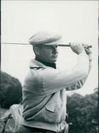Flory Van Donck playing golf.