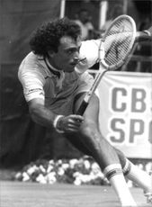 José Luis Clerc playing tennis.