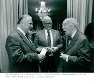 Swedish writer Alf Henriksson (t.h) samsuns with two former prize winners Gunnar Brusewitz and Povel Ramel.