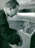 Master of Science Karl-Gustaf Österlundh showed the first plutonium made in Sweden