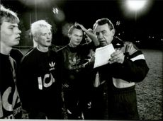 Nisse Andersson talks with soccer players during an evening training.