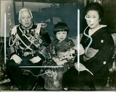 Viscount Saito Makoto with his granddaughter.