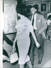 1961 Stewart Granger and Duchess Mia Acquarone photographed together in Astreet of Rome.  Duchess Mia Acquarone will be probably the third wife of Stewart Granger