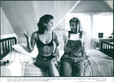 """Rachel's (Claire Danes, right) precocious best friend Cindy Bayles (Laurie Fortier) is determined to teach Rachel how to have a good time in Triumph Films' romantic drama """"To Gillian on Her 37th Birthday"""" 1996"""