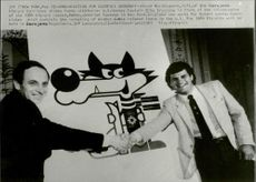Ahmed Karabegovic of Sarajevo Olympic Committee shakes hands with Mike Eruzione, former. Hockey license for the United States.