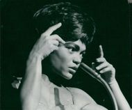 Eartha Kitt sings on Berns