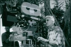 Director Lee Tamahori shooting a scene in the film The Edge, 1997.