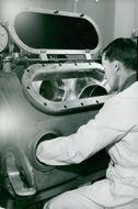 AB Atomic Energy manufactures fuel elements for the Halden reactor. Alf Hammarlind in the welding chamber