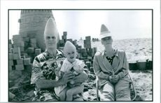 A photo of Dan Akroyd and Jane Curtain in the set of film, Coneheads release 1983.