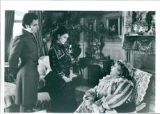 Daniel Day-Lewis, Winona Ryder, and Miriam Margolyes in a conversation scene on the film The Age of Innocence.